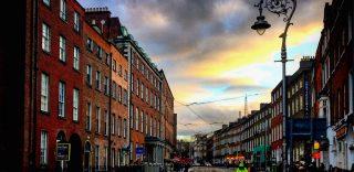 """""""Dublino è"""": a spasso per la capitale d'Irlanda fra musica, birra nera e verdi scogliere"""