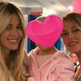 """Alessia Marcuzzi accanto all'amica Elena Santarelli in ospedale """"Sei una guerriera vera"""""""