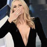 #CitofonarePassoni Cristina Bugatty spiega la scollatura dei vestiti di Michelle Hunziker a Sanremo