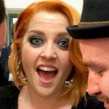 La scollatura estrema tradisce Noemi: sfiorato l'incidente hot sul palco di Sanremo