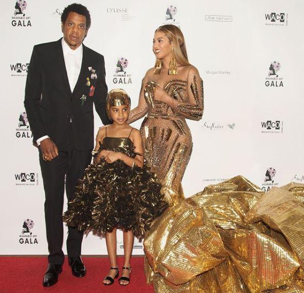 3f73901a5f9d Beyoncé con la figlia Ivy in oro al Wearable Gala