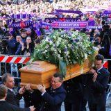 """In migliaia a Firenze per l'ultimo saluto a Davide Astori: """"Sei il calcio puro dei bambini"""""""