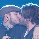 Party Like a Deejay. La sfida Karaoke di Ale Cattelan e Fede Russo con bacio finale