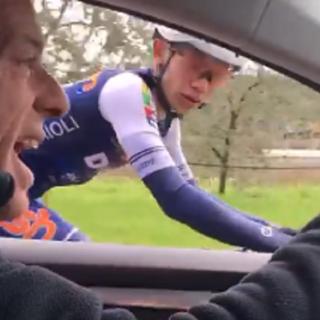 Parla il protagonista del video virale con i ciclisti