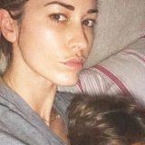 """""""Mio figlio non si lamenta mai"""": Elena Santarelli racconta la sua battaglia su Instagram"""