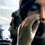 """Federico Russo """"si scaccola"""" con la protesi di Bebe Vio alla festa di Bologna"""