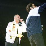 Party Like a Deejay. Fabri Fibra e Tommaso Paradiso infiammano l'Arena con 'Pamplona'
