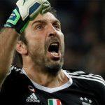 Real-Juve, Buffon esce dal campo dopo l'espulsione: gli applausi del pubblico di Madrid