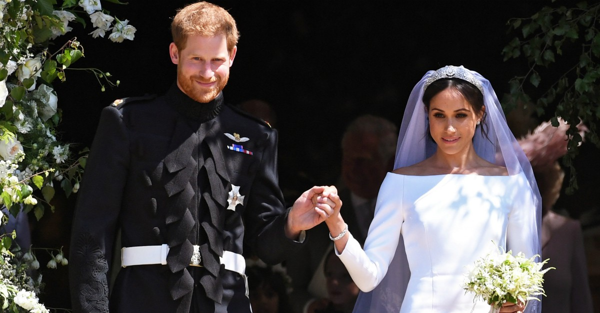 Matrimonio Harry E Meghan Markle : L abito e ingresso in chiesa da sola tutti i dettagli