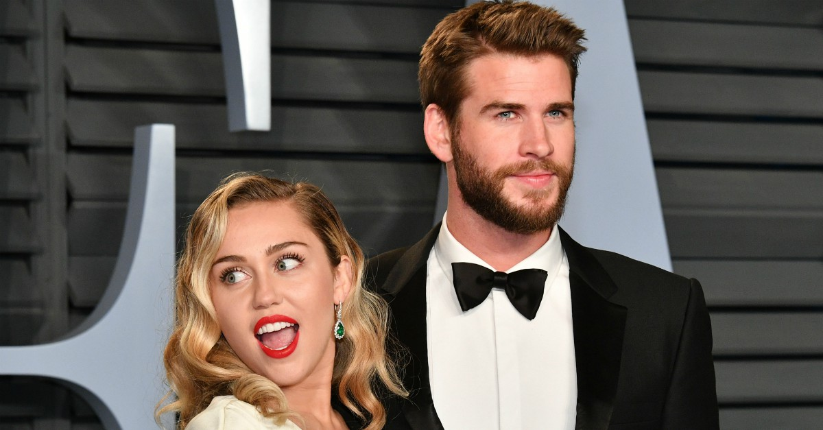 Chris hemsworth come la cognata miley cyrus scatenato for Chris cognata