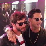 Fabrizio Corona e Stefano De Martino, l'abbraccio degli ex di Belén Rodríguez