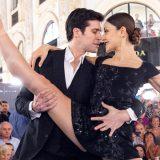 Milano, Roberto Bolle balla il Tango in galleria con Nicoletta Manni