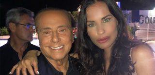 """Antonella Mosetti posta una foto con Silvio Berlusconi. I commenti: """"Sei irriconoscibile"""""""