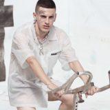 Young Signorino è 'Vestito Nudo' nel nuovo video: eccolo