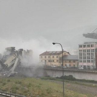 Crolla il ponte Morandi dell'A10, le prime immagini