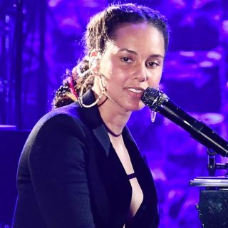 Il tributo di Alicia Keys, una performance da brividi