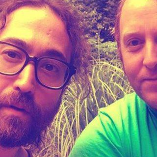 I figli di Lennon e McCartney si scattano un selfie