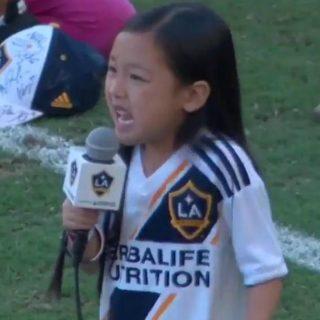 A 7 anni canta l'Inno americano e conquista anche Ibrahimovic