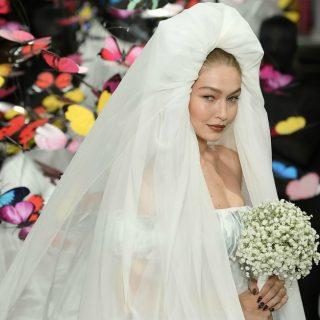 Gigi Hadid in abito da sposa fa piangere la sorella Bella