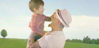 J-Ax, il commovente video 'Tutto sua madre' sulle coppie che non possono avere figli