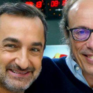 Guido Meda saluta Nicola Savino durante la bagarre