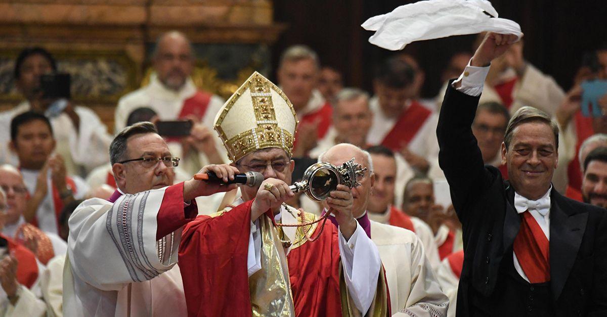 Napoli, il miracolo di San Gennaro si ripete: sciolto il sangue
