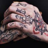 Strani tatuaggi a Chiamate Roma: dalla faccia di Gigi D'Alessio, alla locandina del Titanic