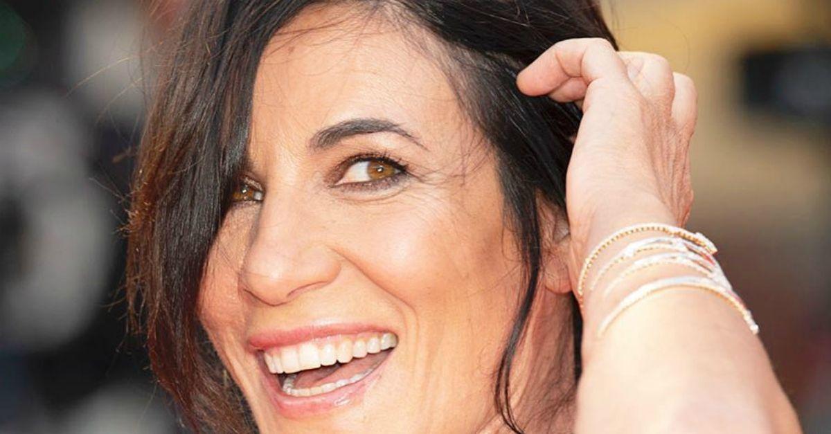 """Il Rosario della Sera. Paola Turci improvvisa in diretta """"Bambini"""" su una base vegana"""