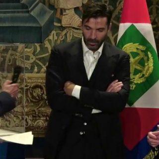 Gigi Buffon e l'invidia di Dani Alves sotto la doccia