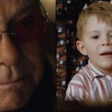 Il bimbo e il suo primo pianoforte: la magia del Natale nello spot con Elton John