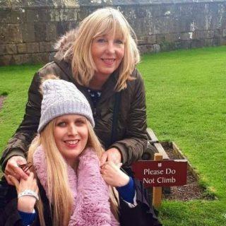 Attrice scozzese muore poco prima del debutto su Netflix