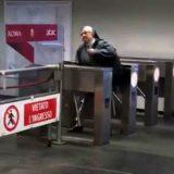 Metro di Roma: la suora senza biglietto entra dai tornelli d'uscita