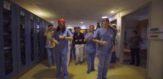 Firenze: flash Mob di Natale al Meyer, medici e infermieri danzano per i bambini