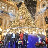 Milano, Belen Rodriguez accende l'albero di Natale in Galleria