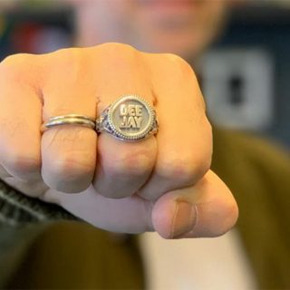 Ring Like a Deejay, ecco l'anello targato Radio DEEJAY