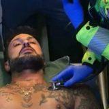 Fabrizio Corona aggredito dai pusher nel bosco di Rogoredo