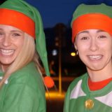 Bussano alla porta travestite da elfo: gli auguri di Natale di Michelle Hunziker e Aurora Ramazzotti