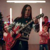 """Manuel Agnelli natalizio, canta Jingle Bells"""" per Save the Children"""