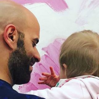 Luca, il single che ha adottato la neonata con sindrome di Down