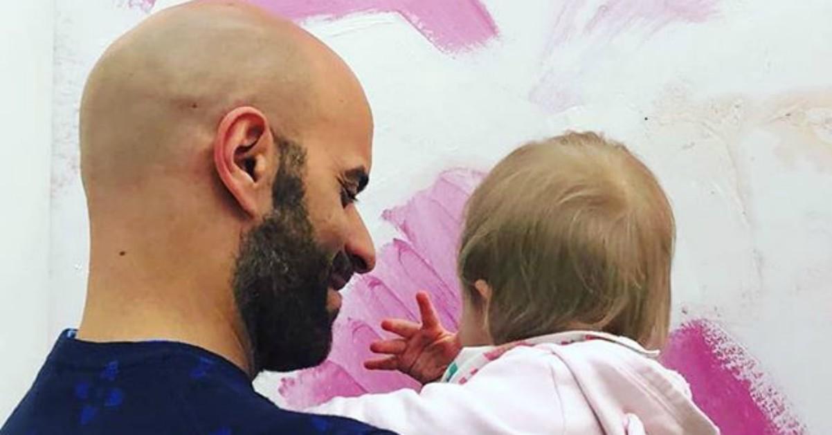 """Luca, single, adotta Alba, neonata con sindrome di Down: """"Non è stata una seconda scelta, mi sentivo pronto"""""""