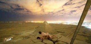 Sesso sulla piramide di Cheope, lo scatto che indigna l'Egitto