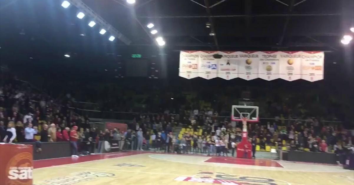 Attentato a Strasburgo: tifosi bloccati nel palasport intonano la Marsigliese per le vittime