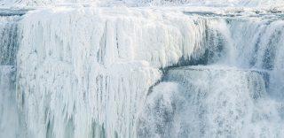 Le Cascate del Niagara ghiacciano: lo spettacolo è unico