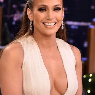 Jennifer Lopez si mostra senza trucco, fan in delirio