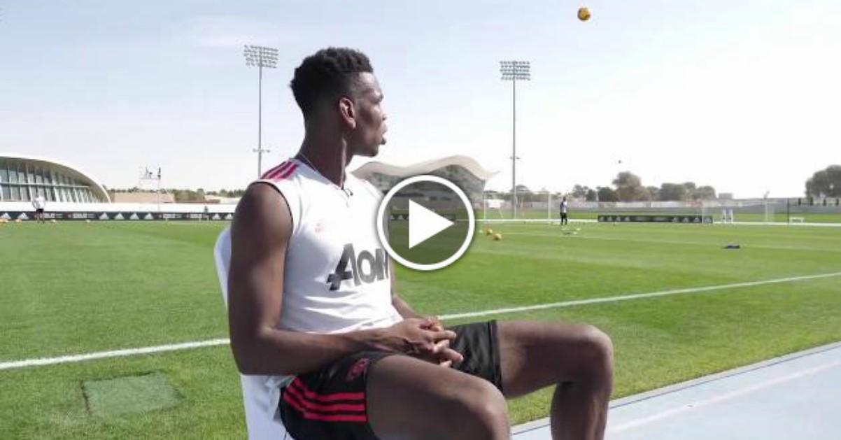Pogba, una pallonata durante l'intervista: la risposta da campione