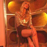 """""""Ti sei allungata le gambe"""": la risposta di Elena Santarelli a chi l'accusa di aver ritoccato la foto"""