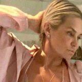 Yolanda Hadid, la mamma di Gigi e Bella compie 55 anni e posa in lingerie