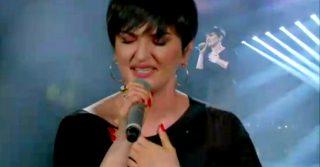Sanremo, la febbre a 38.5 complica l'esibizione di Arisa: il video con la voce spezzata