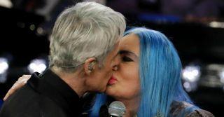 Sanremo celebra Loredana Bertè: seconda standing ovation con bacio di Baglioni