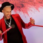 "Neymar compie 27 anni: la ""Nuit Rouge"" tra musica e balli in stampelle"